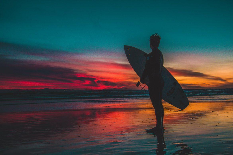 Surferja napadel morski pes